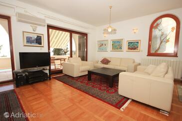 Mavarštica, Obývací pokoj 1 v ubytování typu house, s klimatizací, domácí mazlíčci povoleni a WiFi.