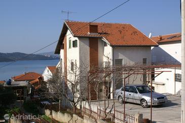 Okrug Gornji, Čiovo, Property 1079 - Apartments with pebble beach.