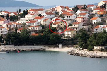 Bušinci, Čiovo, Property 1082 - Apartments near sea with pebble beach.
