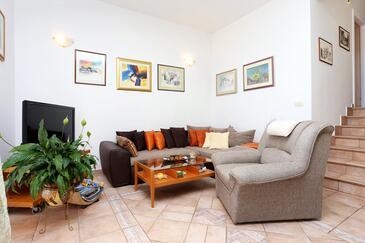 Rastići, Pokój dzienny w zakwaterowaniu typu apartment, Dostępna klimatyzacja, zwierzęta domowe są dozwolone i WiFi.