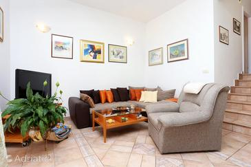 Rastići, Living room in the apartment, air condition available, (pet friendly) and WiFi.