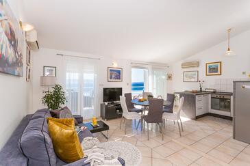 Rastići, Obývací pokoj v ubytování typu apartment, klimatizácia k dispozícii, domácí mazlíčci povoleni a WiFi.