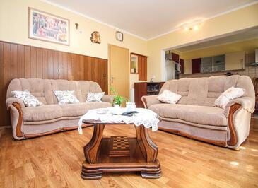 Rogoznica, Dnevni boravak u smještaju tipa apartment, dostupna klima i WiFi.