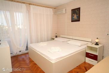 Hvar, Bedroom in the room, air condition available and WiFi.