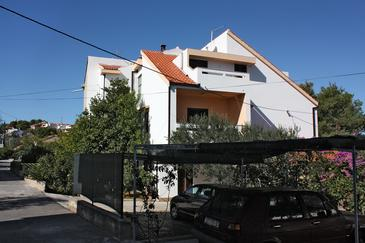 Slatine, Čiovo, Property 1099 - Apartments with pebble beach.