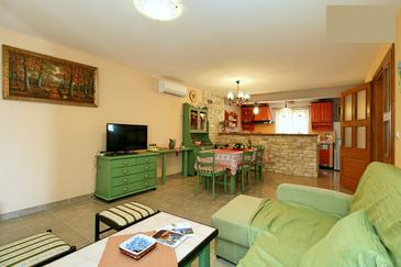 Kaštel, Living room in the house, (pet friendly) and WiFi.