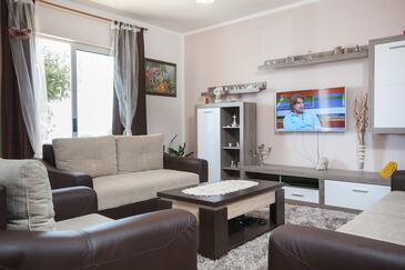 Makarska, Гостиная 1 в размещении типа house, доступный кондиционер, Домашние животные допускаются и WiFi.