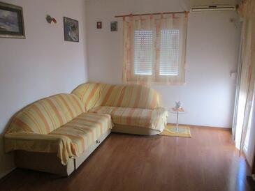 Kaštel Štafilić, Living room in the apartment, dostupna klima i WIFI.