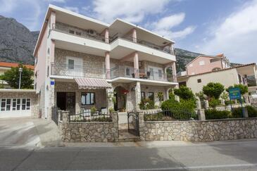 Veliko Brdo, Makarska, Property 11007 - Apartments with pebble beach.