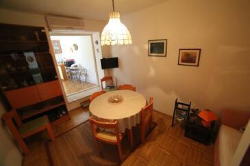 Sutivan, Living room in the apartment, dostupna klima i WIFI.