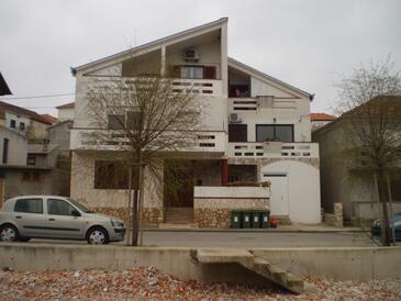 Kali, Ugljan, Объект 11015 - Апартаменты вблизи моря с галечным пляжем.