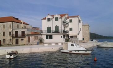 Pirovac, Šibenik, Property 11026 - Apartments near sea with pebble beach.