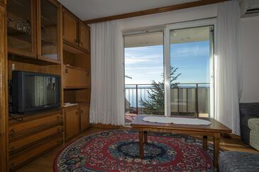 Klenovica, Living room in the apartment, dostupna klima.