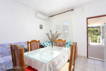 Vinišće, Dining room in the apartment, air condition available and WiFi.