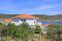 Apartments by the sea Vinišće (Trogir) - 11029