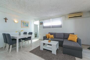 Brist, Obývacia izba v ubytovacej jednotke apartment, dostupna klima, dopusteni kucni ljubimci i WIFI.