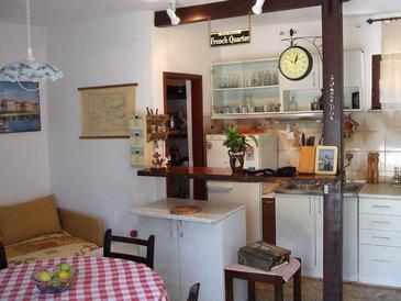 Ražanj, Dining room in the house, dopusteni kucni ljubimci.