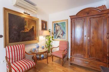 Makarska, Jídelna v ubytování typu studio-apartment, dostupna klima, dopusteni kucni ljubimci i WIFI.