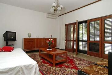 Prižba, Obývací pokoj v ubytování typu apartment, s klimatizací a WiFi.