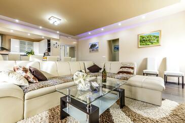 Dubravka, Living room 1 in the house, dostupna klima, dopusteni kucni ljubimci i WIFI.