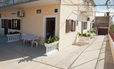 Bibinje, Zadar, Property 11074 - Apartments with pebble beach.
