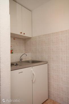 Drvenik Donja vala, Kitchen in the studio-apartment, dopusteni kucni ljubimci i WIFI.