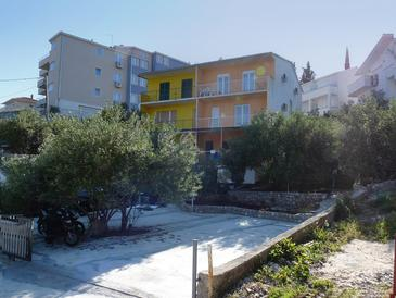 Mavarštica, Čiovo, Objekt 1109 - Apartmaji v bližini morja s prodnato plažo.