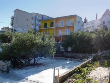 Mavarštica, Čiovo, Property 1109 - Apartments near sea with pebble beach.