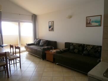 Mavarštica, Living room in the apartment, dostupna klima i WIFI.