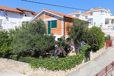 Okrug Gornji, Čiovo, Objekt 1111 - Ubytování v blízkosti moře s oblázkovou pláží.