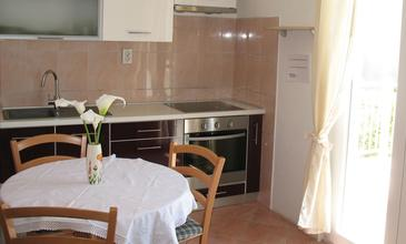 Petrčane, Dining room in the apartment, air condition available and WiFi.