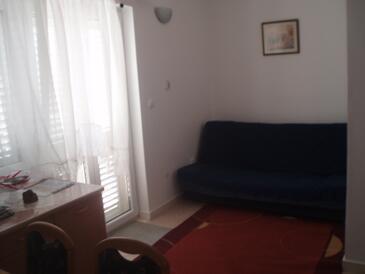 Banići, Living room in the apartment, dostupna klima i WIFI.