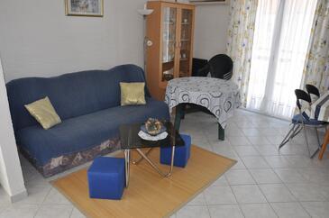 Vir, Living room in the apartment, dostupna klima.