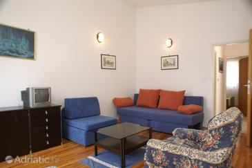 Rogoznica, Living room in the apartment, dostupna klima i WIFI.