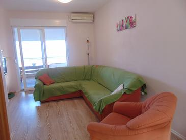 Kali, Living room in the apartment, air condition available and WiFi.