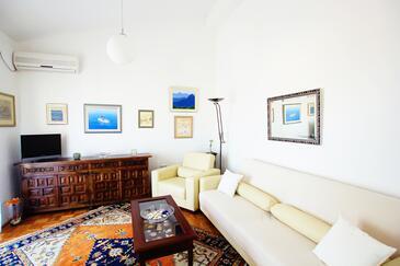 Seget Donji, Living room in the apartment, dostupna klima, dopusteni kucni ljubimci i WIFI.