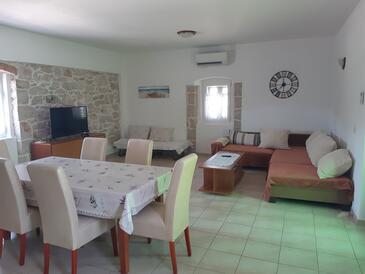 Lukoran, Obývací pokoj v ubytování typu apartment, s klimatizací a WiFi.