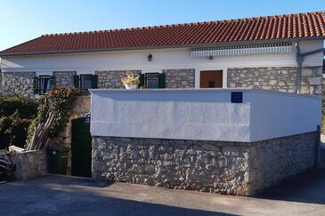 Lukoran, Ugljan, Objekt 11203 - Ubytování s písčitou pláží.