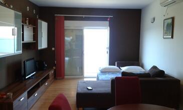 Kali, Dnevni boravak u smještaju tipa apartment, dostupna klima i WiFi.