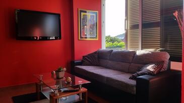 Dubrovnik, Living room in the studio-apartment, dostupna klima, dopusteni kucni ljubimci i WIFI.