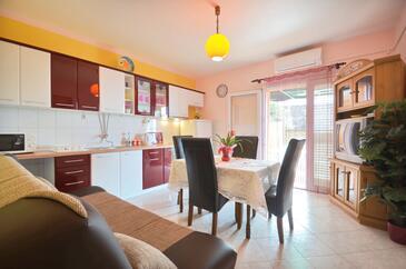 Zavalatica, Jídelna v ubytování typu apartment, s klimatizací a WiFi.