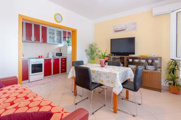 Zavalatica, Living room in the apartment, air condition available and WiFi.