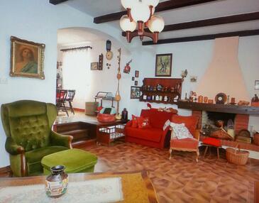 Starigrad, Obývací pokoj v ubytování typu house, dopusteni kucni ljubimci i WIFI.