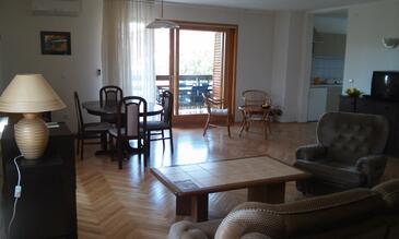 Novigrad, Obývacia izba v ubytovacej jednotke apartment, klimatizácia k dispozícii a WiFi.