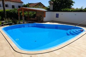 Apartments and rooms with a swimming pool Novigrad - 11242