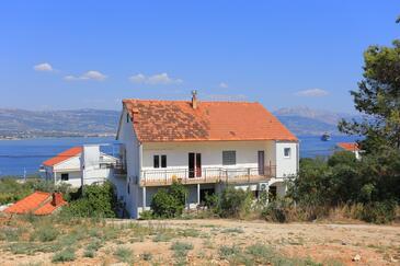 Arbanija, Čiovo, Objekt 1125 - Ubytování v blízkosti moře s oblázkovou pláží.