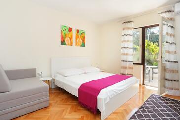 Arbanija, Ložnice v ubytování typu room, s klimatizací a WiFi.