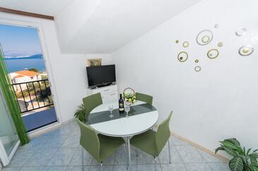 Slatine, Dining room in the apartment, dostupna klima, dopusteni kucni ljubimci i WIFI.