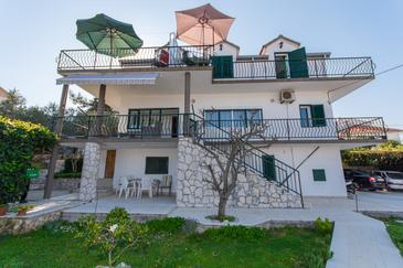 Slatine, Čiovo, Property 1126 - Apartments near sea with pebble beach.