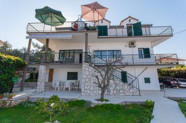 Slatine, Čiovo, Propiedad 1126 - Apartamentos near sea with pebble beach.